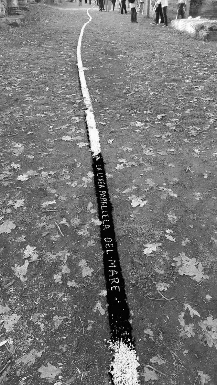 La linea parallela del mare  - installazioni